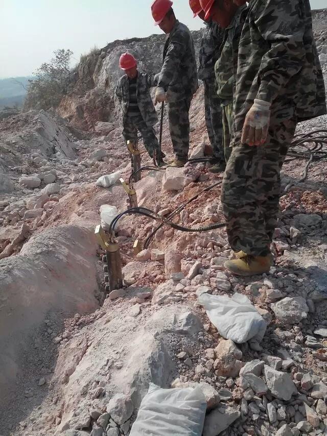 硬石头拆除设备岩石分裂棒厂商