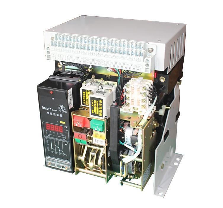 五、万用表的使用万用表又称万能表,它是一种多功能的携带式电工仪表,用以测量交、直流电压、电流、直流电阻以及其它各种物理量。万用表的结构主要由表头(测量机构)、测量线路、转换开关、面板及表壳等部分组成。万用表的工作原理比较简单,采用磁电系仪表为测量机构,测量电阻时,使用内部电池做电源,应用电压、电流法。测量电流用并联电阻分流以扩大量限。测量电压时,采用串联电阻分压的方法以扩大电压量限。1.