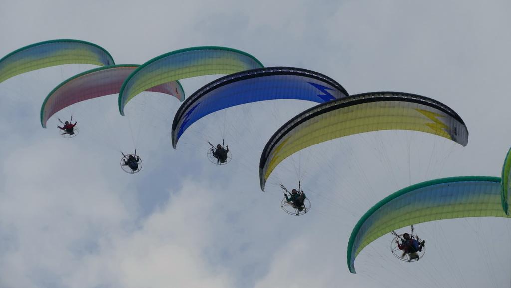 常德动力伞飞行表演
