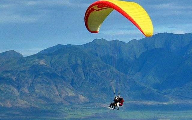 廊坊滑翔伞飞行表演