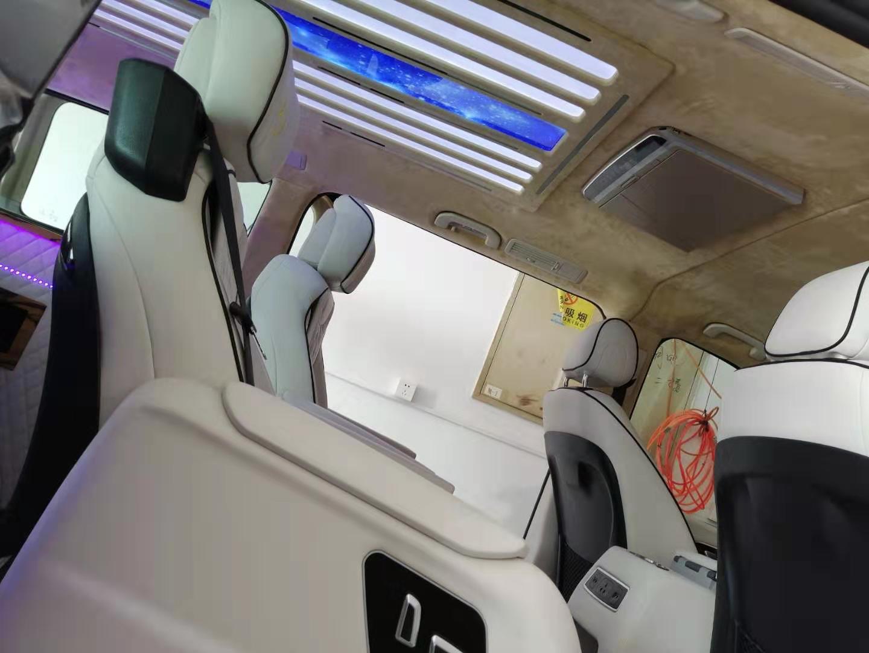 南京奔驰V260L实木地板改装